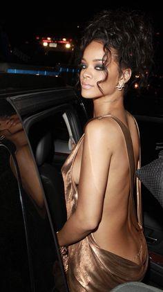 Belizean Fashionista - hellyeahrihannafenty: Rihanna at the Met Gala. Fenty Rihanna, Rihanna 2014, Moda Rihanna, Rihanna Show, Rihanna Style, Rihanna Makeup, Divas, Beautiful Women, Celebs