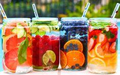 Σπάνια μια συνταγή που ανεβάζει τη διάθεση και δροσίζει μέσα στην καλοκαιρινή ζέστη αποτελείται από δυό λέξεις:Νερό -φρούτα Αν θέλουμε να την εμπλουτίσουμε:Νερό και βότανα και φρούτα…σε μεγάλες γυάλινες κανάτες στο ψυγείο,μαζί με φέτες λεμονιού ή φυλαράκια δυόσμου,μέντας… Αποτέλεσμα:αρώματα,δροσιά,αίσθηση διακοπών και υγιεινή διατροφή,όλα σε ένα…γίνεται να μην μας φτιάξει η διάθεση;; Καλή απόλαυση
