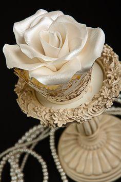 white rose cupcake