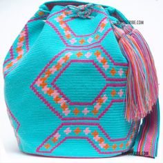 Handmade Hermosa Wayuu bags are rare art. Only small amounts are made because of the complexity and method to produce a single Hermosa Wayuu Bag. Tightly woven by one strand of thread, The process can