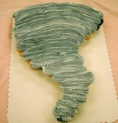 Tornado cupcake cake - I want to make that!!! Maybe add some cupcakes on the outside like things flying around!