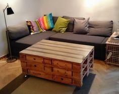 Stolik z szufladami z palet