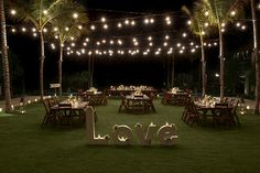 Wedding Trends in 2015 & 2016 - create a WOW factor for your wedding in Bali - rectangular tables instead of traditional round tables for a modern look wedding set up