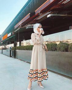 ✔ Fashion Summer Hijab Maxi Dresses Source by CarolineAverill dresses muslim Modern Hijab Fashion, Abaya Fashion, Muslim Fashion, Modest Fashion, Fashion Dresses, Fashion Fashion, Abaya Mode, Mode Hijab, Modest Dresses