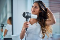 How to keep hair healthy without the salon It might be a while before salons reopen. Here's how to maintain your hair at home. Celebrity Hairstyles, Down Hairstyles, Straight Hairstyles, Bad Hair, Hair Day, Perfect Wavy Hair, Curly Hair Cuts, Curly Perm, Let Your Hair Down