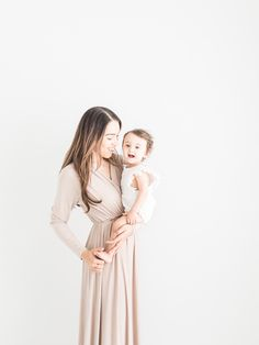 Introducing Jasmine and Aria's Motherhood Session by Cleveland Family Photographer Erin Davison Photography. Newborn Photo Outfits, Newborn Photos, Baby Photos, Mother And Baby, Mom And Baby, Maternity Photographer, Family Photographer, Floral Hoops, Lifestyle Newborn