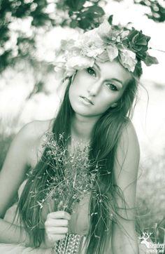 Reindeer, Summer Time, Wedding Photos, Crown, Facebook, Inspiration, Style, Fashion, Daylight Savings Time