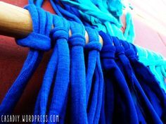 Cortina de totora o trapillo, T-shirt yarn courtain, DIY Crochet Curtains, Diy Curtains, Macrame Tutorial, Diy Tutorial, Patio Rugs, Diy Crystals, Shades Blinds, Window Art, Yarn Shop