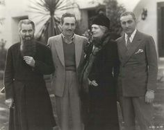Lionel Barrymore, Walt Disney, Ethel Barrymore and John Barrymore on the set of Rasputin and the Empress Golden Age Of Hollywood, Vintage Hollywood, Hollywood Stars, Classic Hollywood, Hollywood Glamour, Hollywood Couples, Barrymore Family, John Barrymore, Classic Movie Stars
