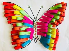 Fleurige vlinders   Juf Joycella Kids Crafts, Easy Toddler Crafts, Preschool Projects, Fun Arts And Crafts, Classroom Crafts, Easy Crafts, Sunshine Crafts, Art Lessons Elementary, Plate Crafts