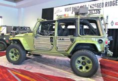 Collector reimagines, builds post-WWII Jeep! Very cool jeep by Al Azadi from Rugged Ridge.