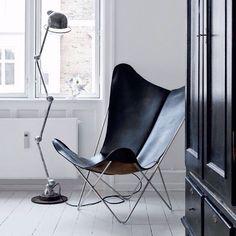 Jieldé Lamp next to a beautiful Butterfly Chair