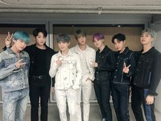 [ ] Grand Prize for 2019 Seoul Music Awards! Amid the hearts of bulletproof boys, Amy has a bulletproof boy band in his mind, so Ami and bulletproof are always together and will be steadily happy in the future. Jungkook V, Taehyung, Bts Bangtan Boy, Jung Hoseok, Seokjin, Namjoon, Foto Bts, Taekook, Bts Official Twitter