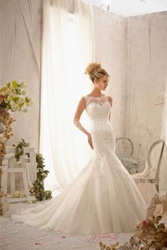 Embroidered Lace Appliques Delicately Wedding Dress