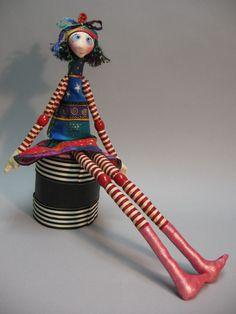 http://www.mischolitos.blogspot.com/2012/02/blanca-die-puppe-fur-dein-kind.html  Julie McCullough dolls