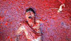 Melihat Serunya Festival Perang Tomat di Spanyol