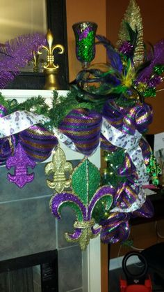 Mardi Gras Mantle