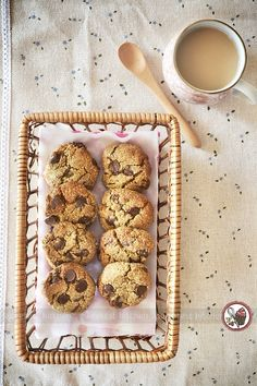 Date-Sweetened Quinoa Chocolate Chip Cookies | vegan, no sugar, gluten free. Substitute egg with flax egg to make vegan