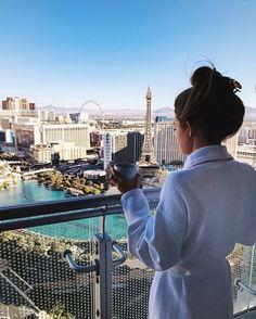 Travel Guide & things to do in Las Vegas Las Vegas Hotels, Las Vegas Vacation, Travel Vegas, Vacation Places, Paris Travel, Dubai, Luxe Life, Sedona Arizona, Travel Alone