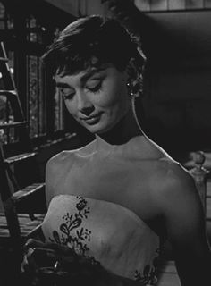 film old hollywood audrey hepburn sabrina billy wilder - Celebrities Old Hollywood, Hollywood Stars, Classic Hollywood, Audrey Hepburn Photos, Audrey Hepburn Style, Sabrina Audrey Hepburn, Iconic Women, Oeuvre D'art, Role Models