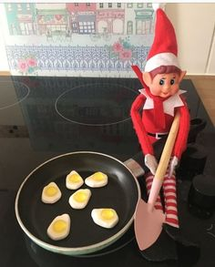 Check out these funny and easy Elf on the Shelf Ideas for Kids. These will make great holiday activities for kids over the festive season. Funny and Easy Elf on the Shelf Ideas for Kids Awesome Elf On The Shelf Ideas, Elf Ideas Easy, Elf Is Back Ideas, Elf On The Shelf Ideas For Toddlers, Elf Auf Dem Regal, Bad Elf, Holiday Activities For Kids, Elf On The Self, Naughty Elf