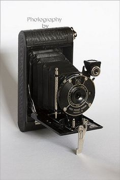 https://flic.kr/p/4Zpm4a | Kodak Vest Pocket Model B | I've been spending too much time acquiring cameras and not enough time using them ....  The Model B was made between 1925 and 1934, though the Autographic feature was only made available up to 1930, making this a 1925 - 1930 version.  All moving parts move and, though it takes 127 film, I may manage to use it one day. Any tips on keeping it working or generally cleaning it would be much appreciated.
