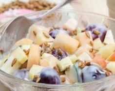 Salade de fruits minceur au yaourt, gingembre et graines : http://www.fourchette-et-bikini.fr/recettes/recettes-minceur/salade-de-fruits-minceur-au-yaourt-gingembre-et-graines.html