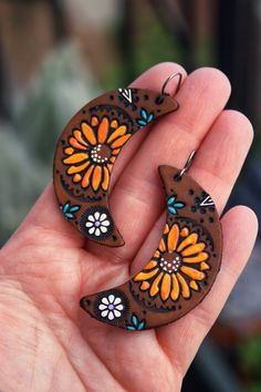 Sunflower and Daisy Crescent Leather Earrings – Autumn Bohemian jewelry – Made to Order – lightweight style Diy Leather Earrings, Wood Earrings, Leather Jewelry, Earrings Handmade, Handmade Jewelry, Handmade Bracelets, Silver Earrings, Leather Gifts, Leather Craft