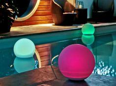 boules solaires pour décorer abords piscine