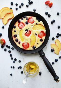 Frokostpannekake med frukt i ovnen