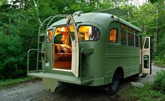 1959 Chevrolet Viking short bus Camper This is what I want to do! Buy an old school bus and turn it into a camper! Vintage Campers, Camping Vintage, Vintage Travel Trailers, Bus Camper, Airstream Campers, Camper Life, Wolkswagen Van, Accessoires Camping Car, Converted Bus