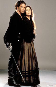 Antonio Banderas as Zorro (Alejandro) and Catherine Zeta-Jones as Elena in The Mask of Zorro