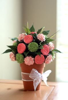 Can you believe this is a bouquet of CUPCAKES?! It's amazing!