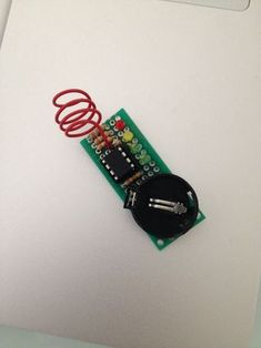 This is a simple tutorial to create an EMF detector. You can use Arduino for this job, but is better use a microcontroller called It is possible program it. Electronic News, Electronic Engineering, Electrical Engineering, Arduino Projects, Circuit Projects, Diy Electronics, Electronics Projects, Spy Video Camera, Raspberry Projects
