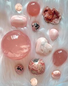 There's just something about pink crystals that just radiates love and acceptance and healing 💗🌷✨ love these gems and this caption from… Orange Crystals, Black Crystals, Stones And Crystals, Crystal Aesthetic, Crystal Shop, Crystal Grid, Cool Rocks, Minerals And Gemstones, Crystal Healing