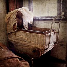 I have an old pram similar to this one. I wish I had a good place to display it, though.