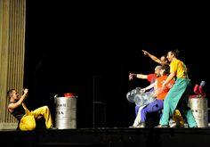 """""""El espectáculo requiere estar a un tono muscular bastante alto y, la verdad, es que nos hemos preparado bastante para venir a Quito, puesto que la diferencia de altura es abismal. Dedicamos muchas horas de ensayo y a limar ciertas cosas porque cada día queremos mejorar el espectáculo"""", agregó Micky."""