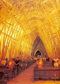 Church made of bamboo / Simon Velez, Colombian Architect Bamboo Architecture, Sacred Architecture, Religious Architecture, Architecture Details, Organic Architecture, Dog Trot House, Bamboo Art, Bamboo Ideas, Bamboo Structure