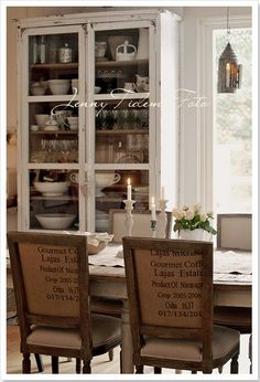 Dining rooms chairs upholstered in old burlap coffee sacks add shabby chic charm to this dining room (via Madame Petite) Dining Room Blue, Dining Room Chairs, Kitchen Dining, Dining Rooms, Cozy Kitchen, Swedish Decor, French Decor, Coffee Sacks, Do It Yourself Home