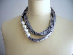 Collar de Satén gris y perlas por stavroula en Etsy
