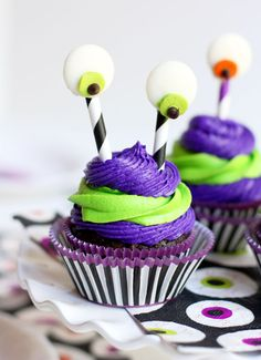 Cute silly monster cupcakes for Halloween! Pizzazzerie.com