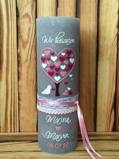 In liebevoller Handarbeit, individuell und kreativ verzierte Hochzeitskerzen