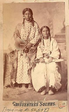 Two Women in Partial Native Dress, with Dentalium Shell Earrings and Choker, Fan, and Umbrella n. Native American Children, Native American Clothing, Native American Symbols, Native American Photos, Native American History, Native American Indians, Native Americans, Plains Indians, Indigenous Tribes