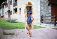 DENIM DRESS AND PONCHO Casual Look, Street Style Looks, Urban Fashion, Michael Kors Bag, Panama Hat, Ideias Fashion, Wrap Dress, Denim, Urban Style
