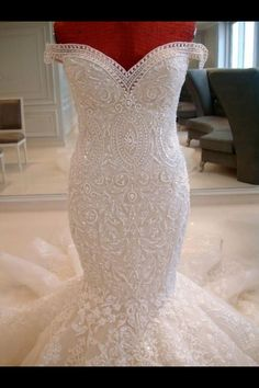 One of the most incredible wedding dresses i have ever seen. This dress is a piece of art!