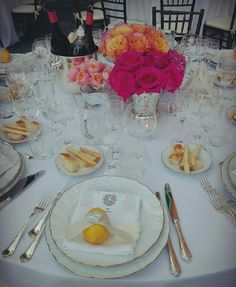 Gold rimed white porcelain plates with gold cutlery and elegant glasses #guidilenci All Rights Reserved GUIDI LENCI www.guidilenci.com