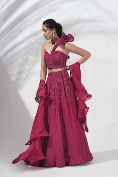 Indian Gowns Dresses, Indian Fashion Dresses, Indian Designer Outfits, Choli Designs, Lehenga Designs, Stylish Dress Designs, Stylish Dresses, Designer Lehnga Choli, Western Lehenga