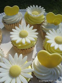 Daisy and heart cupcakes #cupcake