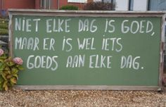 niet elke dag is goed maar er is wel iets goeds aan elke dag 365 Quotes, Best Quotes, Qoutes, Life Quotes, Positive Psychology, Quote Prints, Life Lessons, Mindfulness, Inspirational Quotes
