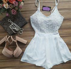 Macacão/ vestido branco+ tamanco/ sandália nude/ bege
